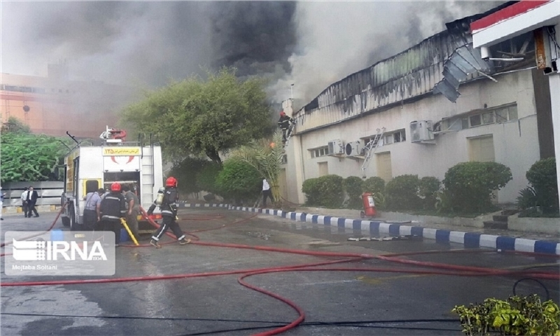 A carton production unit caught fire in Mahabad industrial town