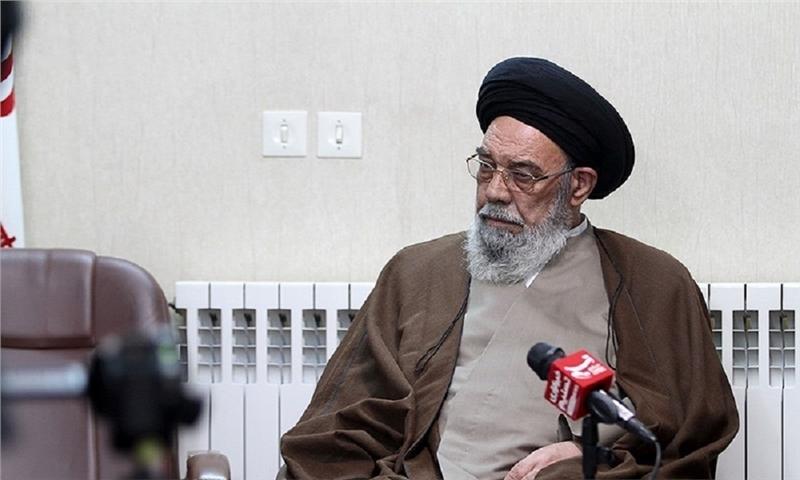 امام جمعه اصفهان: باید در تولید کاغذ خودکفا شویم
