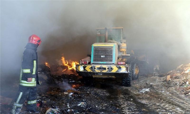 آتش به جان کارخانه بازیافت در حومه مشهد افتاد