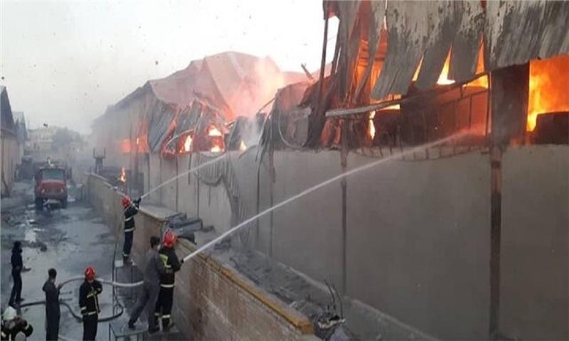 انبار کارتن یکی از کارخانه های ساوه دچار حریق شد