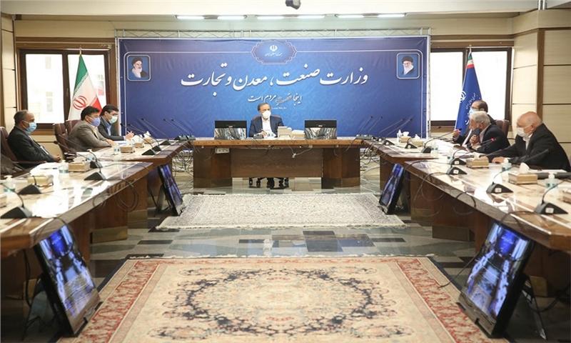 دیدار اعضای انجمن مواد شوینده، آرایشی و بهداشتی با وزیر صمت