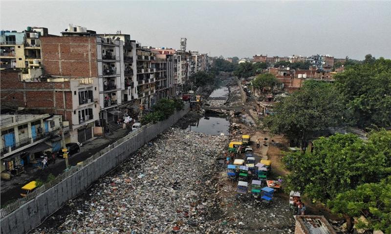 زندگی در انبوهی از زباله